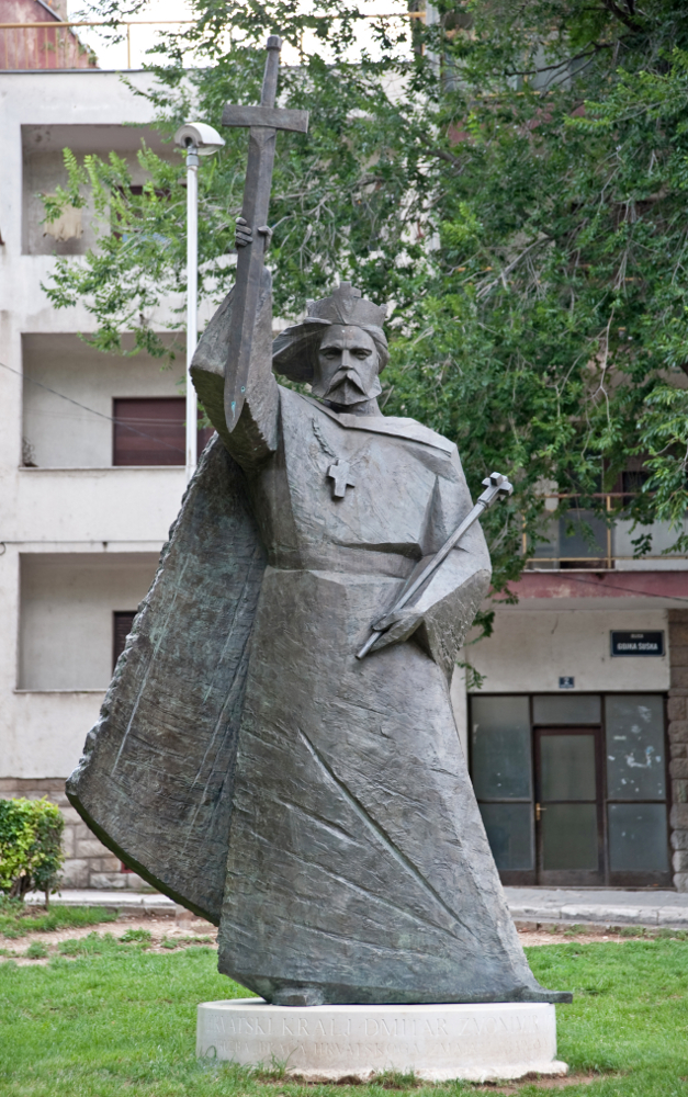 Slika 242 – Spomenik Kralju Zvonimiru u Kninu