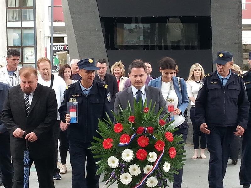 U povodu Dana državnosti RH položeni vijenci ispred Spomenika pobjede Oluja 95