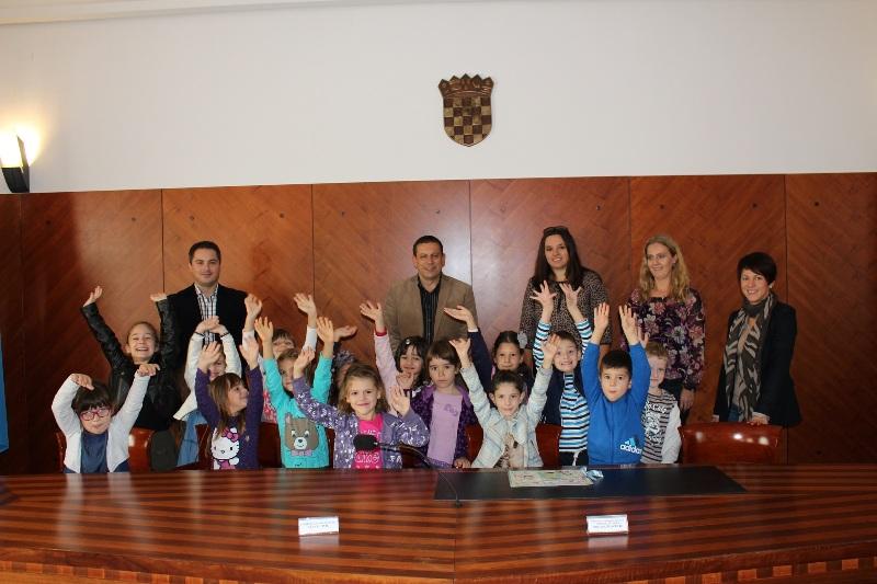 Djeca iz vrtića Cvrčak posjetila gradsku upravu