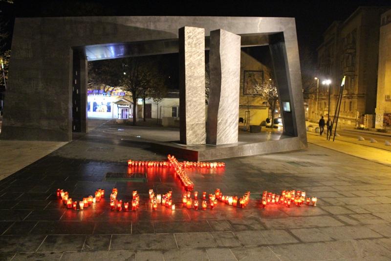 Održana Sveta misa i zapaljene svijeće u spomen žrtvama Vukovara i Škabrnje