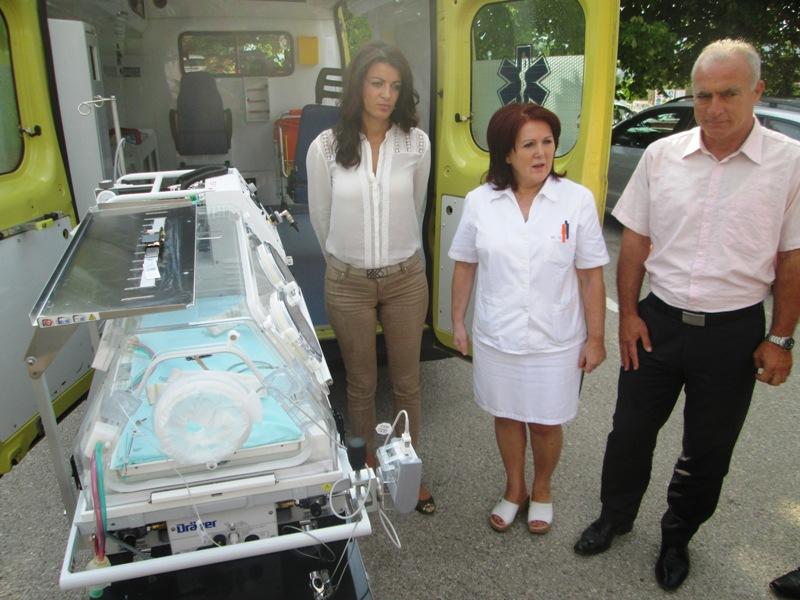 Kninskoj bolnici doniran prijenosni inkubator vrijedan 350 tisuća kuna