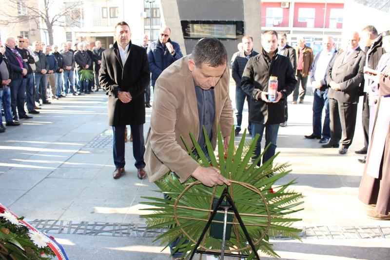 Brojni generali položili vijence na Trgu Ante Starčevića