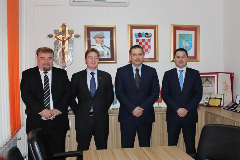 Gradonačelnik Knina Blažević primio kanadskog veleposlanika Daniela Maksymiuka