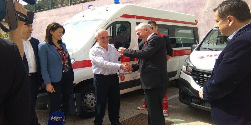 Domu zdravlja Knin uručena dva nova sanitetska vozila
