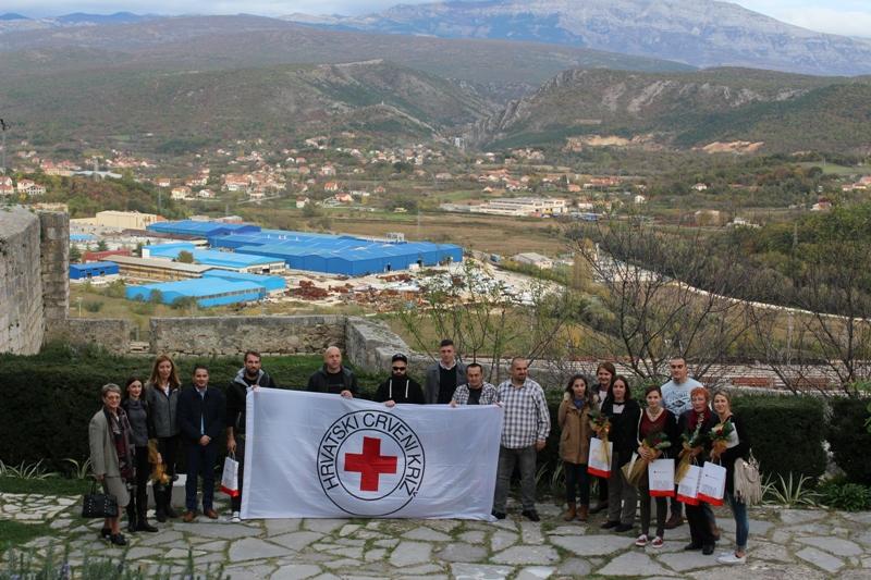 Crveni križ na Kninskoj tvrđavi dodjelio prizananja jublilarnim davateljima krivi