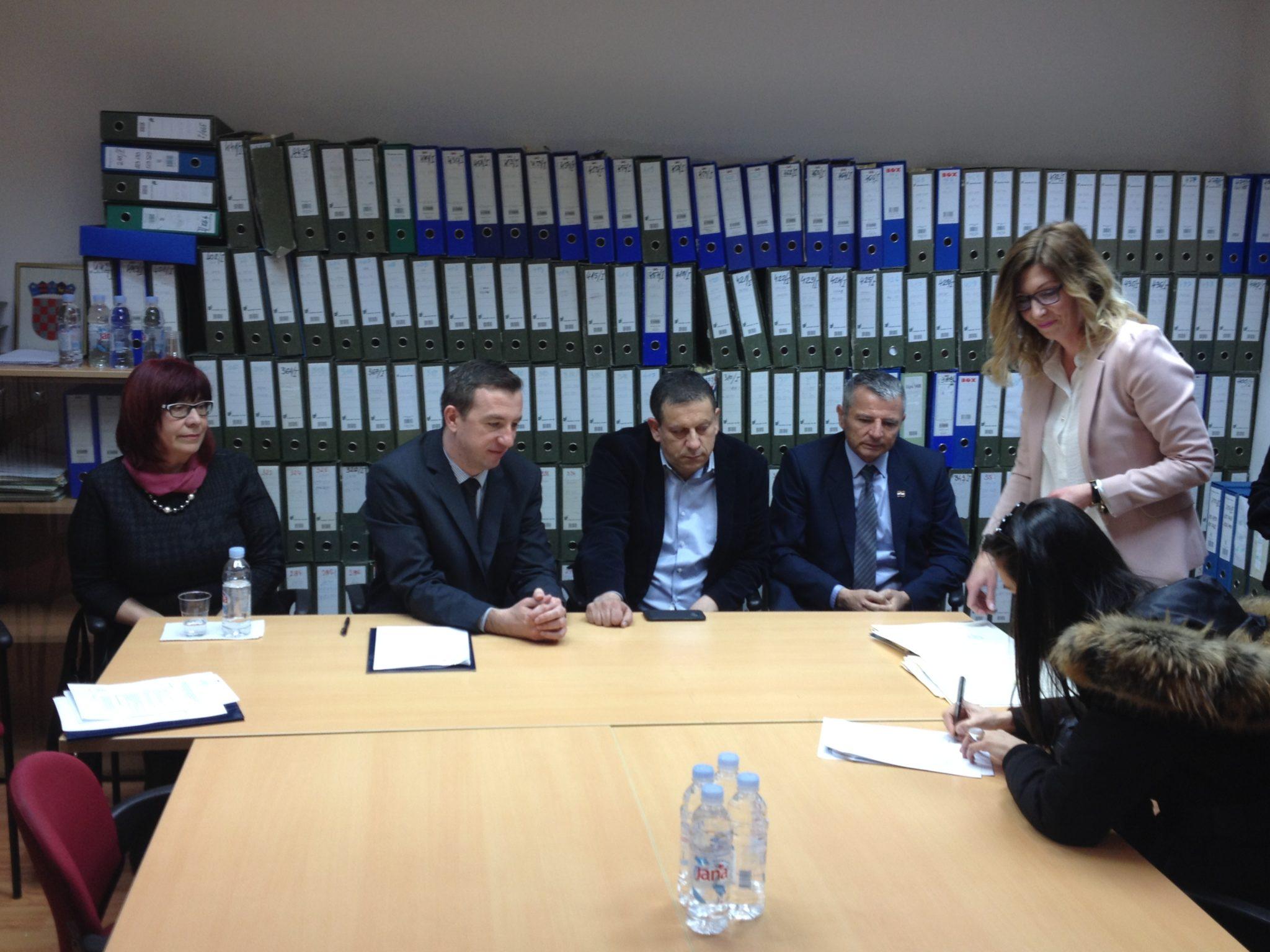 Potpisani ugovori o najmu i dodijeljene stambene jedinice osmorici Kninjana
