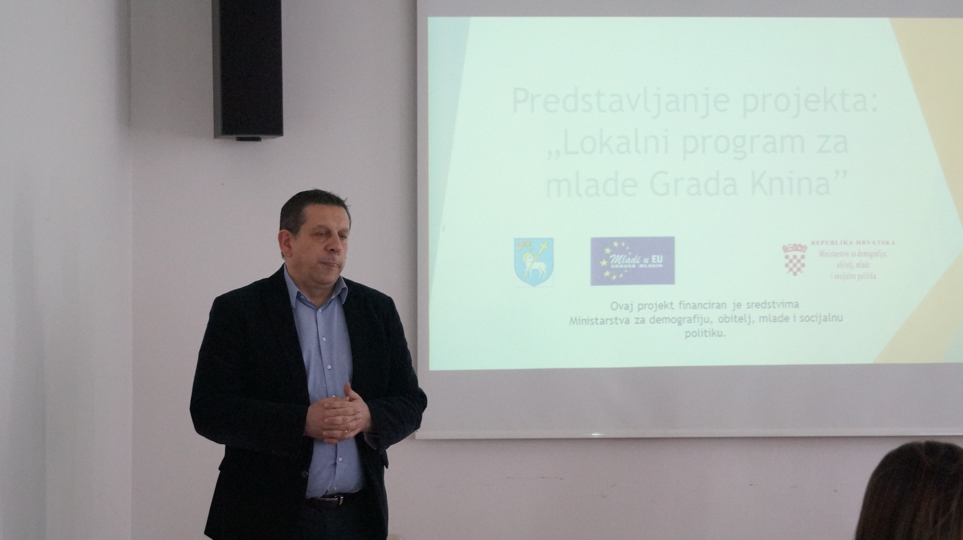 """Održana početna konferencija projekta """"Lokalni program za mlade grada Knina"""""""