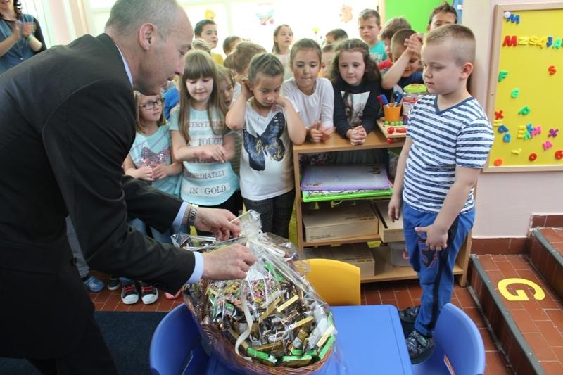 Ministar Krstičević posjetio sudionike vojnog natjecanja i dječji vrtić