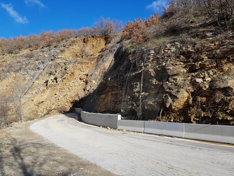 Zbog velikog odrona zatvorena cesta za Plavno