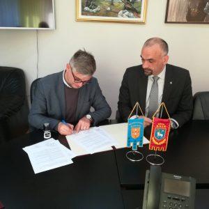 Potpisani ugovori između Grada Knina i Osnovne škole Domovinske zahvalnosti Knin