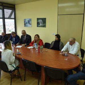 """Donirana medicinska oprema Općoj i veteranskoj bolnici  """"Hrvatski ponos"""" Knin"""