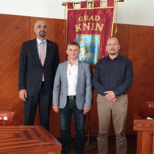 Branko Šubić branitelj, ultramaratonac posjetio Grad Knin