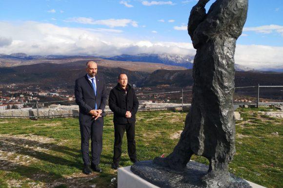 Položeni vijenci ispred spomenika dr. Franje Tuđmana