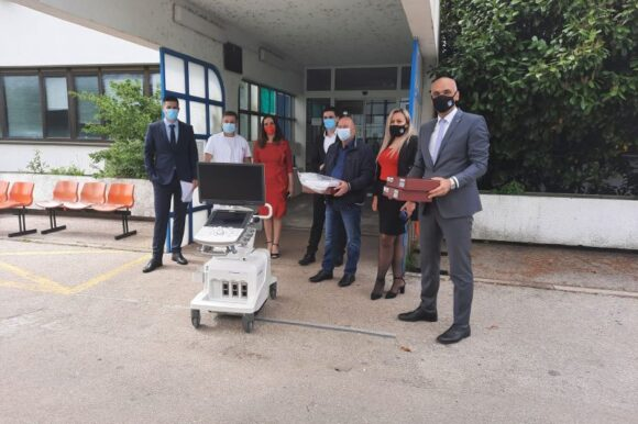 Grad donirao mobilni color doppler uređaj kninskoj bolnici
