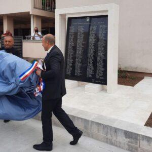 Svečano otkrivanje spomenika hrvatskim braniteljima stradalim i nestalim u Oluji